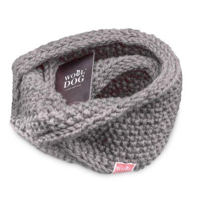 hals fra wool dog i fargen lys grå